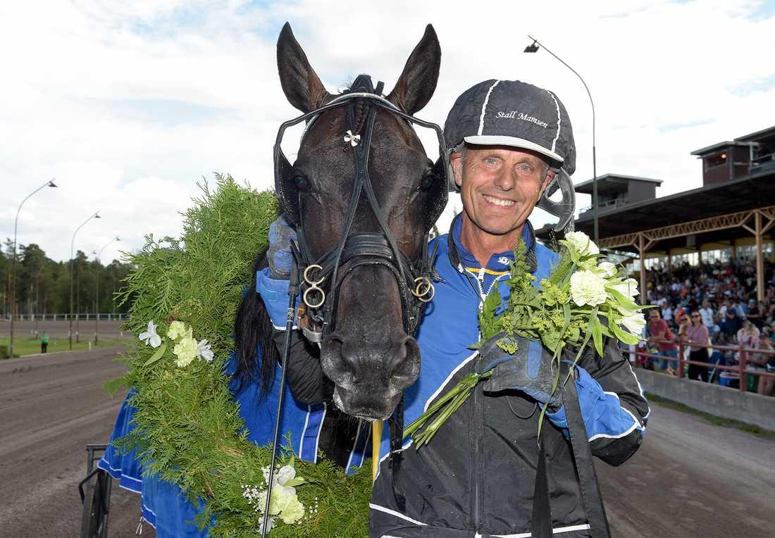 Leif Witasp tillsammans med stallets Cool Keeper.