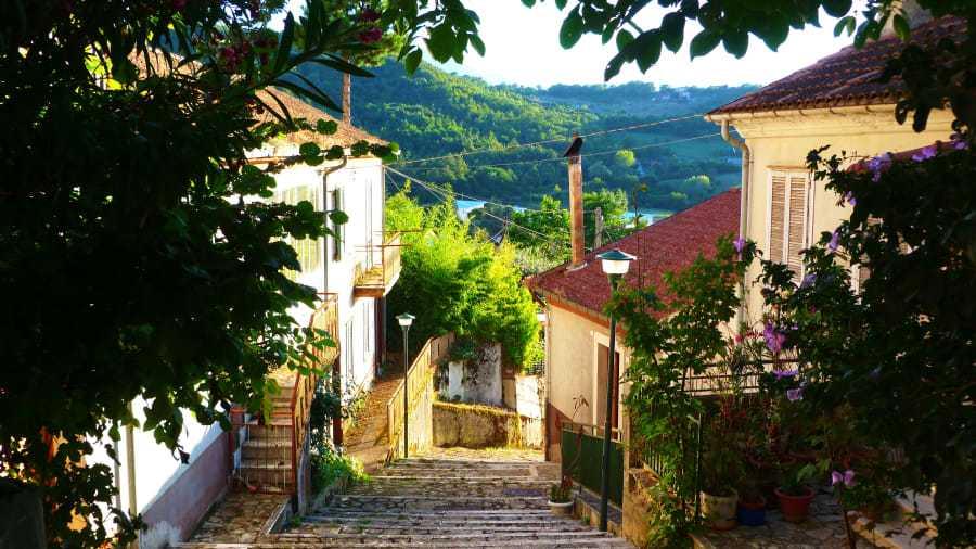 Teora ligger i Kampanien, i sydvästra Italien. Största stad i regionen är Neapel.
