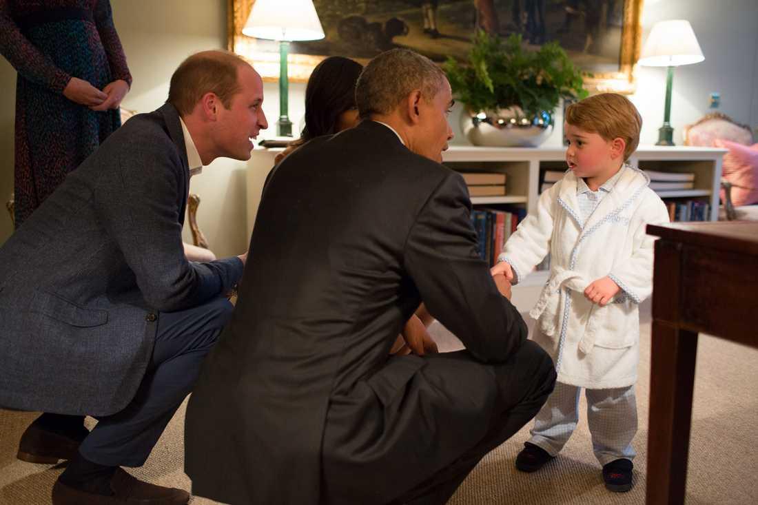 Obama träffar Prince George the Duke och  Duchess of Cambridge i Kensington Palace i den 22 april, 2016.