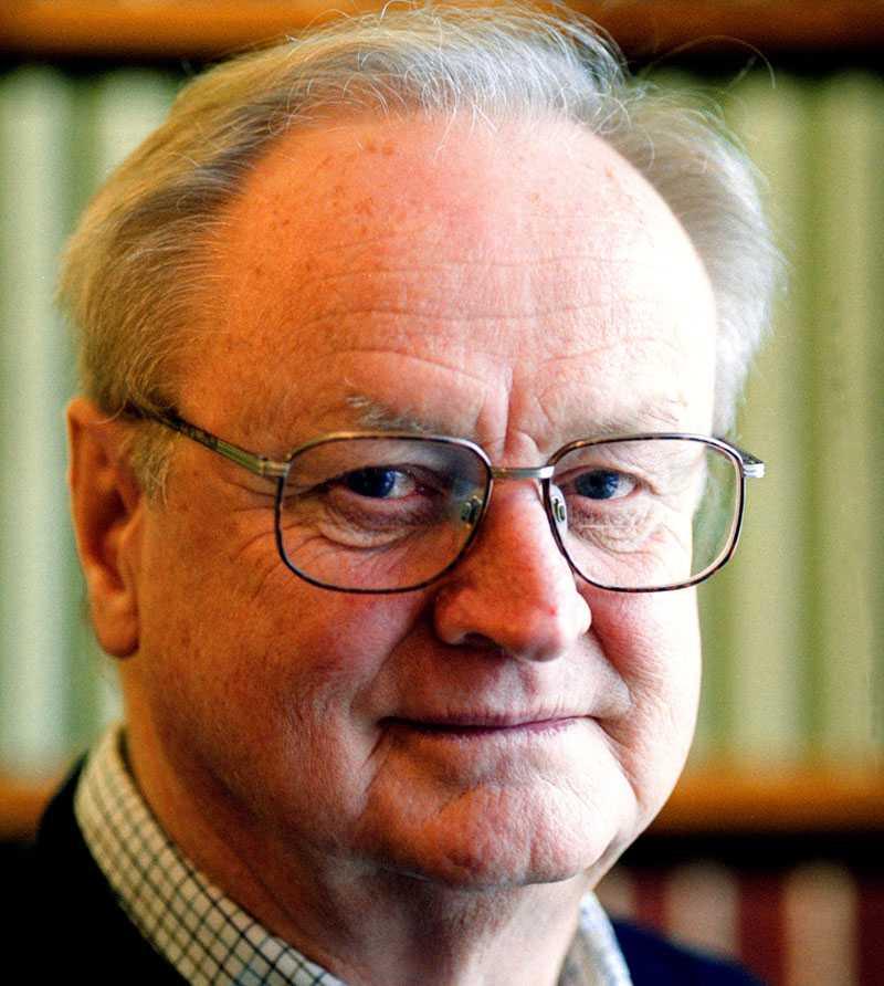Arvid Carlsson, svensk Nobelspristagare i medicin 2000, står bakom ett upprop om att riskerna med fluor i drickvatten måste utredas grundligt. Enligt en rapport innebär fluoret en ökad risk för skelettcancer hos barn.