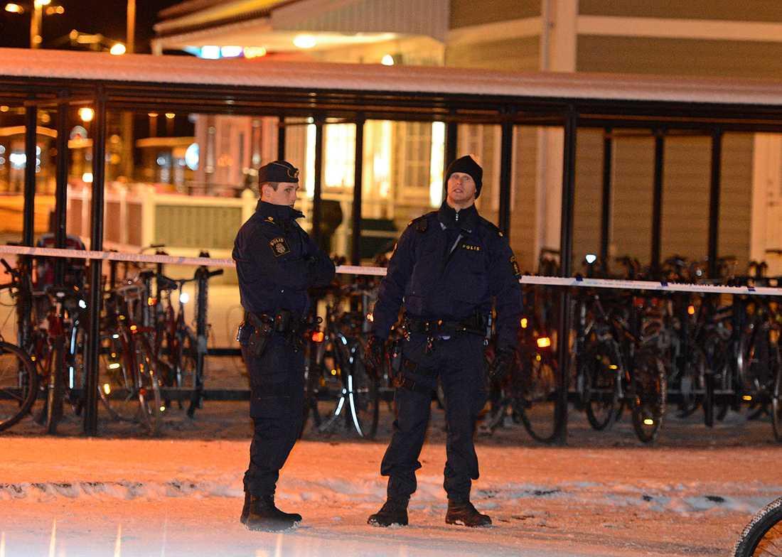 Polisen säger att det troligen handlar om två ungdomsgäng som slagits.