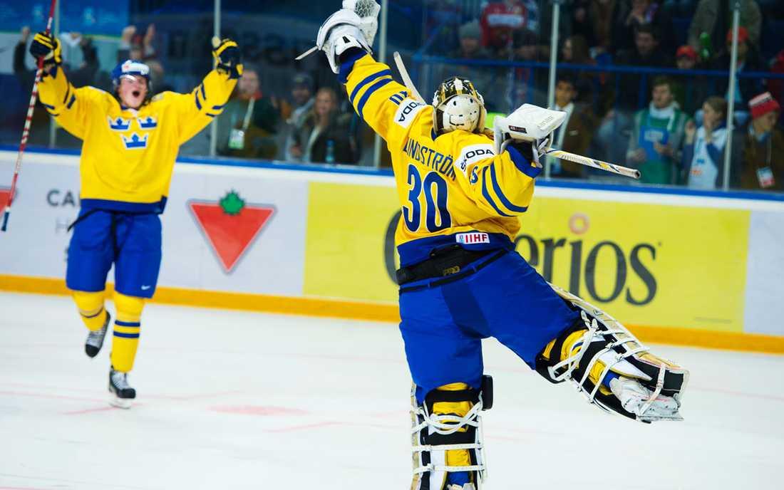 Svenske målvakten Niklas Lundström räddade alla tre ryska straffar och blev stor hjälte.