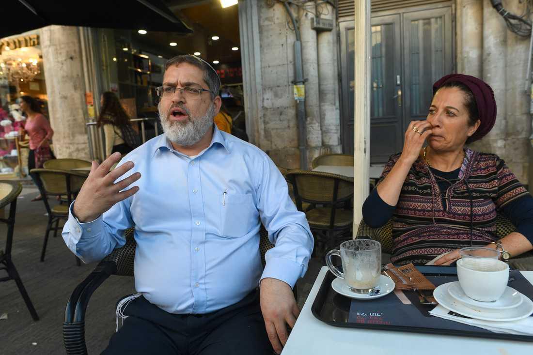 Eliah Adelberg med hustrun.