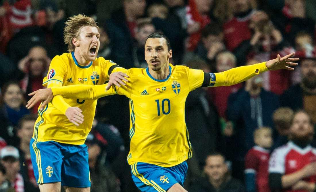 Forsberg jublar tillsammans med Zlatan i Blågult.