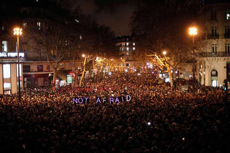 Efter attacken mot satirtidningen Charlie Hebdo i Paris slöt hundratusentals människor upp för att visa sin avsky mot hatet och terrorn. Foto: ap