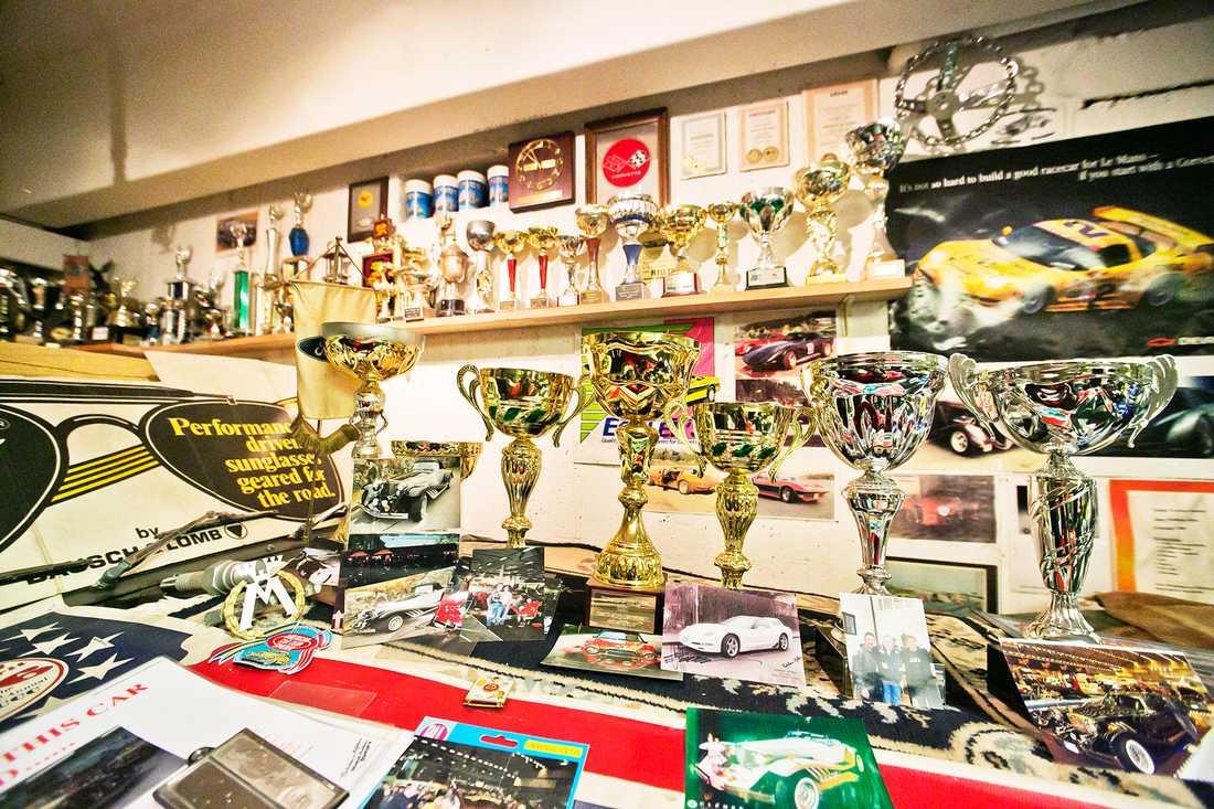 Några av Corvette-Robbans priser från hans långa bilbyggar- och racingkarriär.