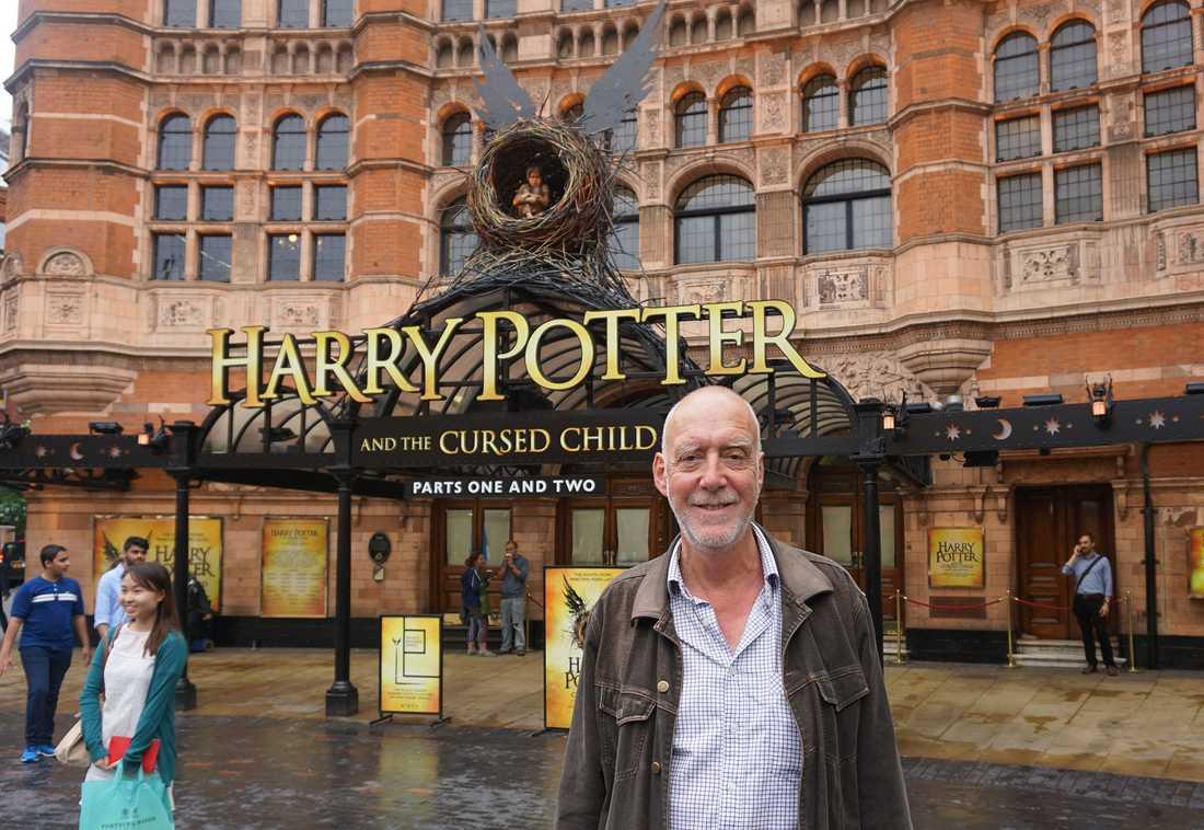 Nöjesbladets Jens Peterson vid The Palace theatre i London, där första Harry Potter-pjäsen haft premiär på tisdagskvällen.