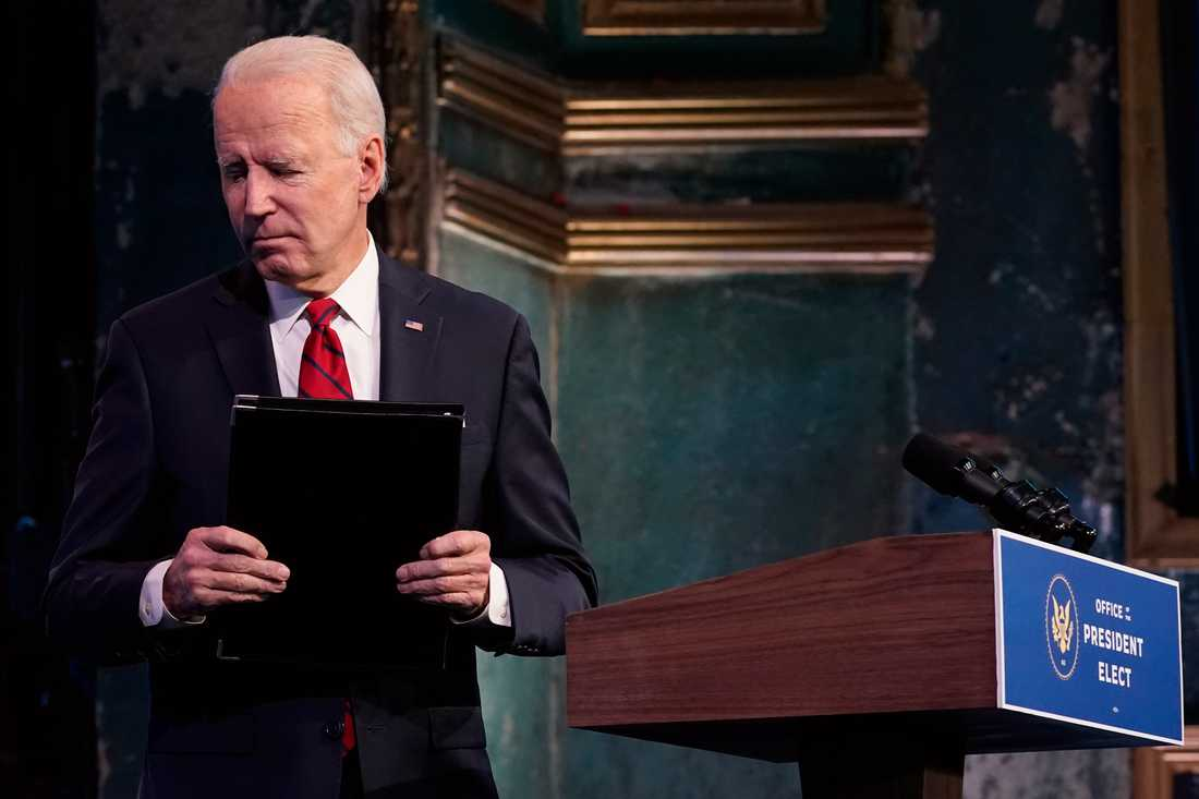 Joe Biden vill att USA:s befolkning använder munskydd för att minska coronasmittan.