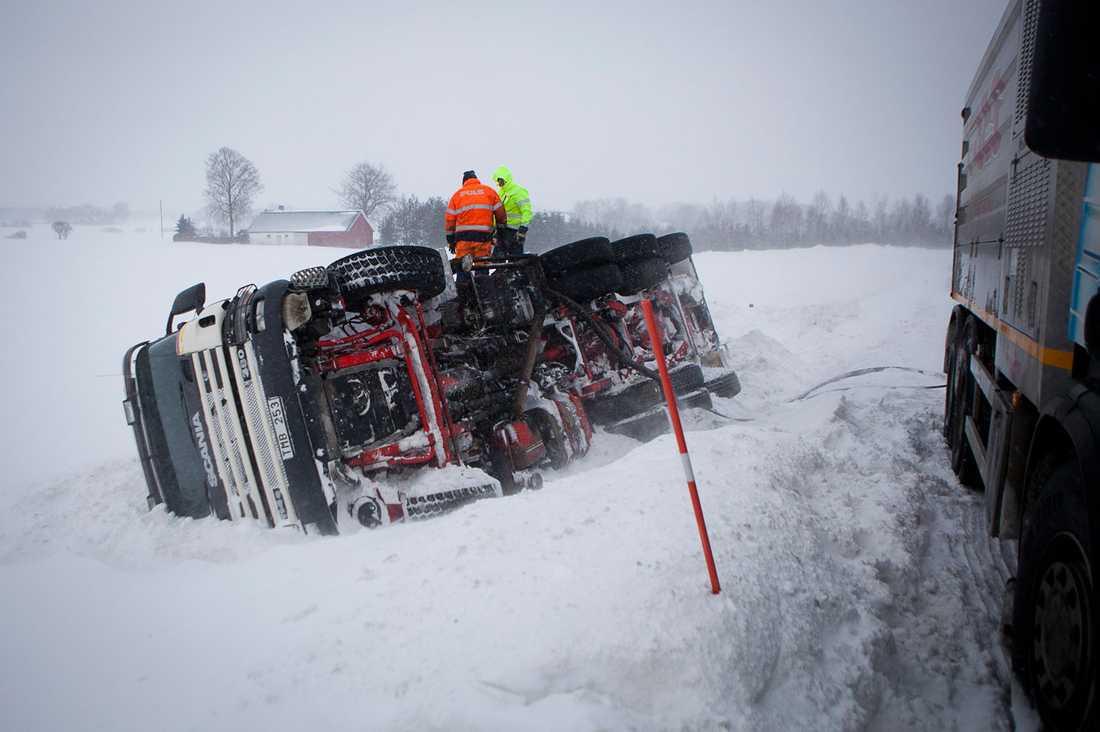 En lastbil har åkt av vägen i Skåne under förra vintern.