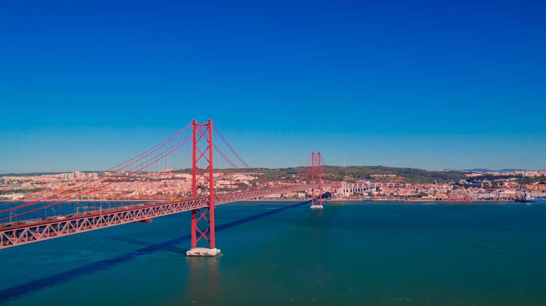 25 april-bron i Lissabon påminner starkt om föregångaren i USA.