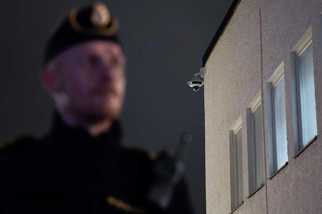 En övervakningskamera med bildinspelning på Rinkeby torg i Stockholm. Arkivbild.