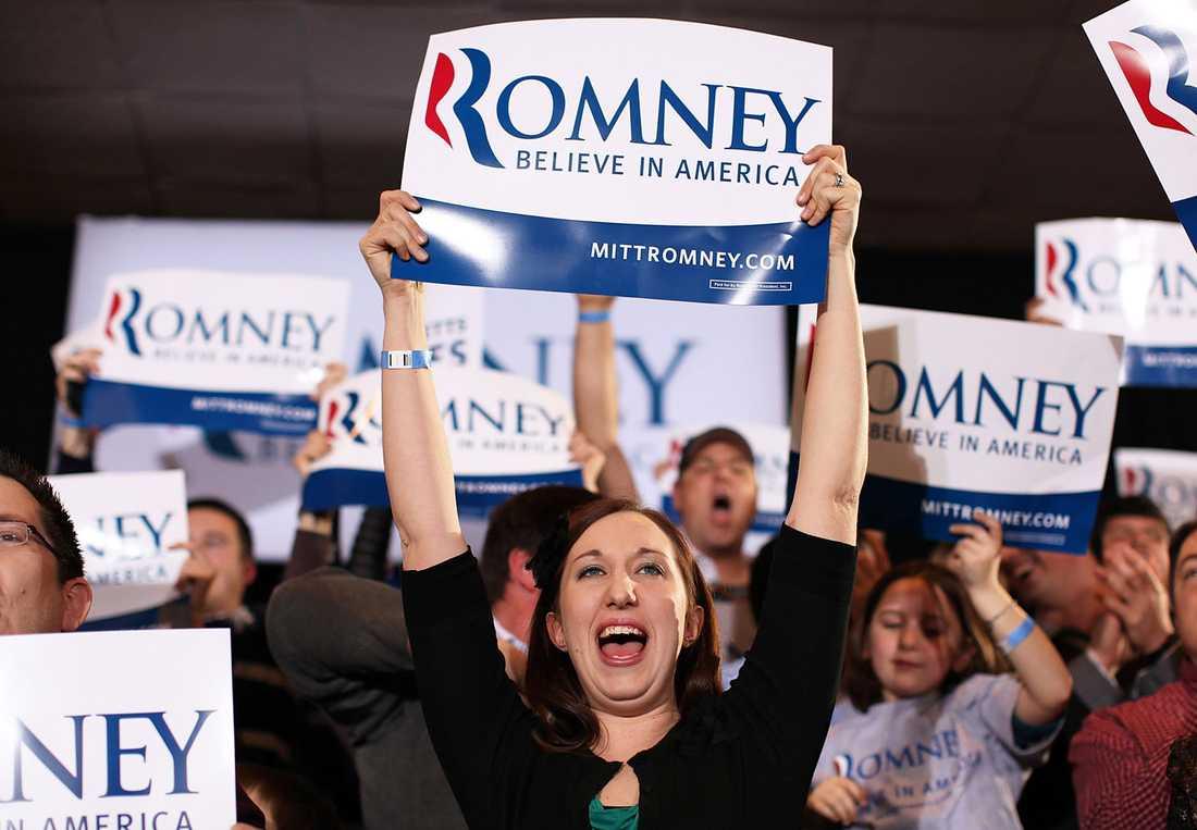 Mitt Romneys anhängare jublar.