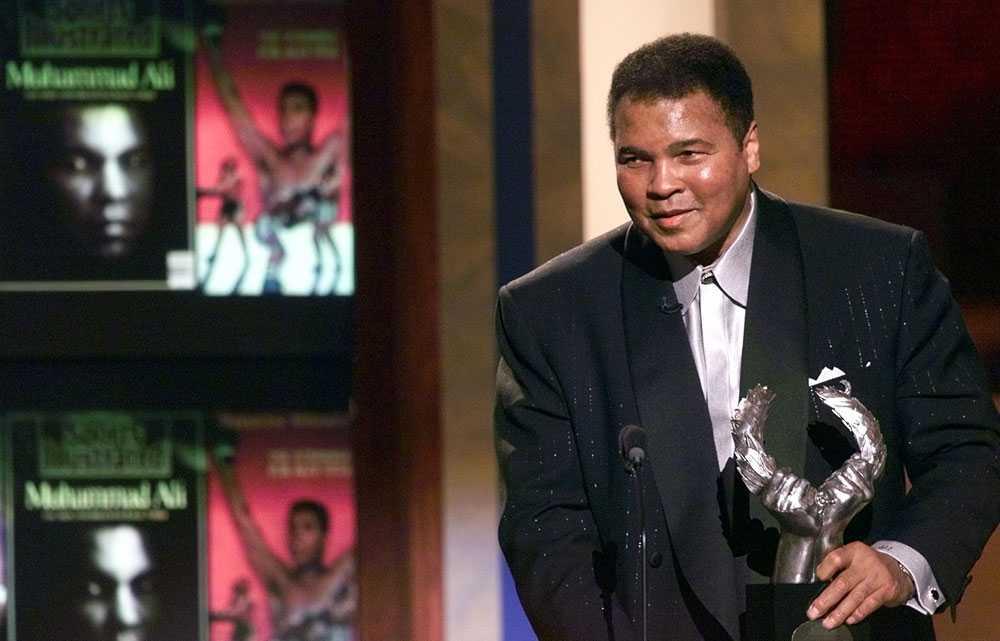 DEN STÖRSTE 1999 fick Muhammad Ali pris av magasinet Sports Illustrated som 1900-talets störste idrottsmannen alla kategorier.