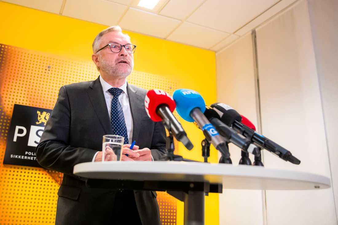 PST:s chef Hans Sverre Sjøvold håller presskonferens om gripandet av kvinnan.