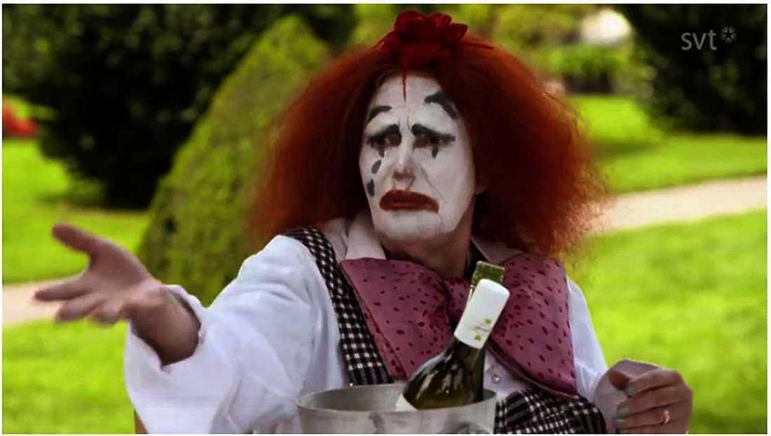 """Morgan Allings aktivitet var att de skulle klä ut sig till clowner och uppträda inför barn. Men när Claire Wikholm under lunchen anklagar honom för att vara """"självgod"""" blir han helt ställd."""