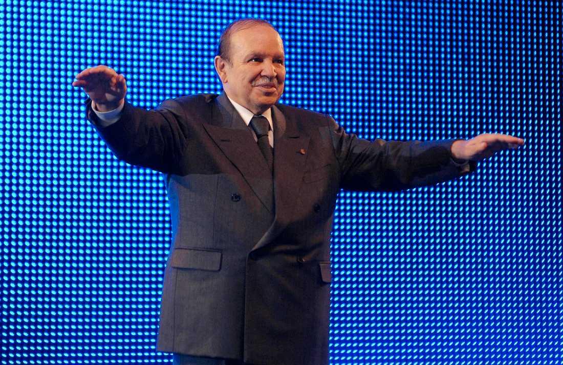 Abdelaziz Bouteflika vid relativt god vigör. Arkivbild från 2009.