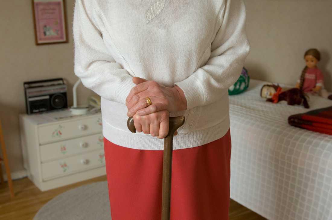 Ungdomarna sprider smittan men det är de äldre som drabbas.