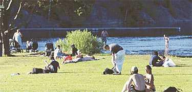 Populär plats Området där den 15-åriga flickan filmades är omtyckt bland ungdomar. Personerna på bilden har inget samband med artikeln.
