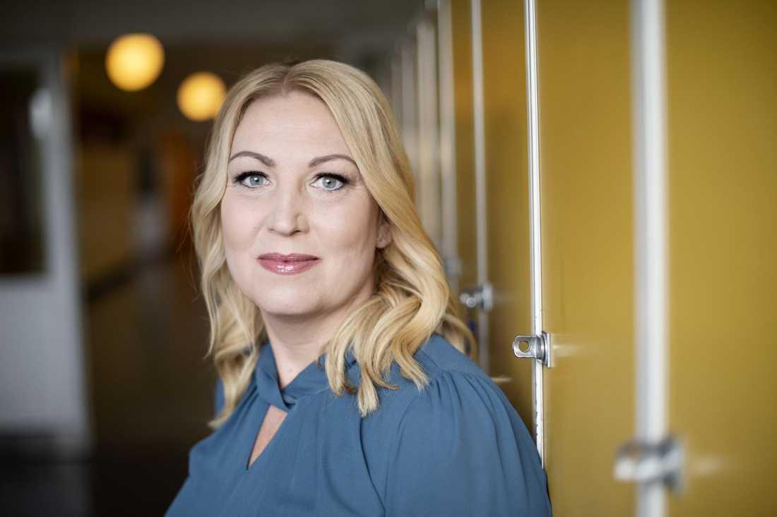Johanna Jaara Åstrand, ordförande i Lärarförbundet, är kritisk till både regeringen och Folkhälsomyndigheten när det gäller vad som har gjorts för att skydda lärare och elever.
