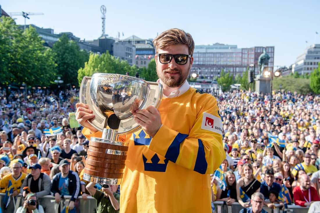 Mikael Wikstrand med VM-bucklan 2018.