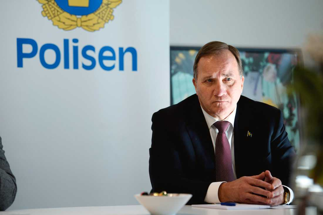 Statsminister Stefan Löfven besökte det nya polishuset i Rinkeby under tisdagen.