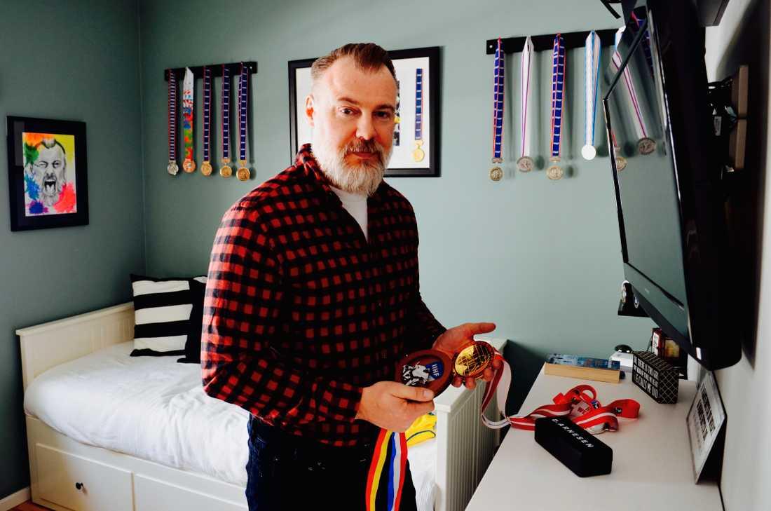 Rikard Grönborg har samlat på sig många medaljer under sin tid som förbundsanställd.