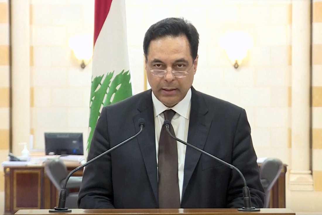 Libanons premiärminister Hassan Diab meddelar att han och resten av regeringen avgår.