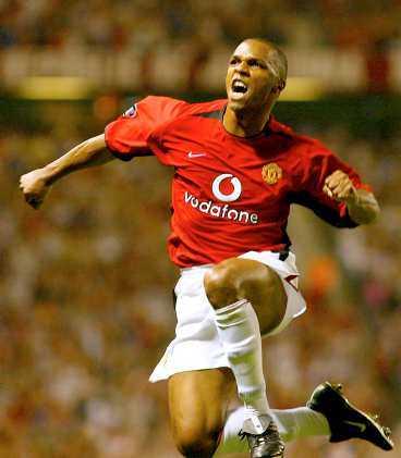 """Quinton Fortune och hans Manchester United visade att förlusterna av """"Seba"""" Veron och David Beckham inte gjort laget svagt. 5-0 i premiären hemma på Old Trafford var i underkant..."""