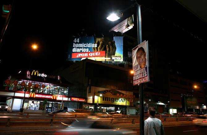 """Affisch i Caracas, Venezuela."""" 44 mord om dagen, Varför?"""""""
