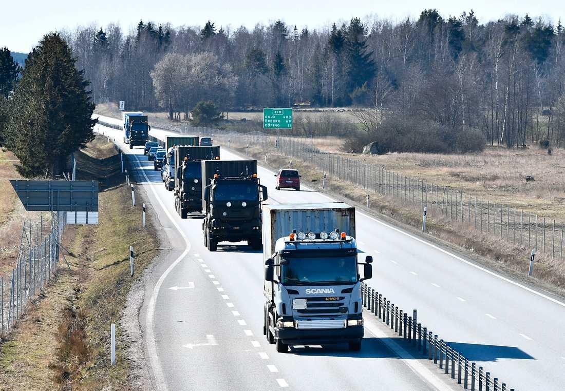 Konvojen på väg mot Älvsjömässan.