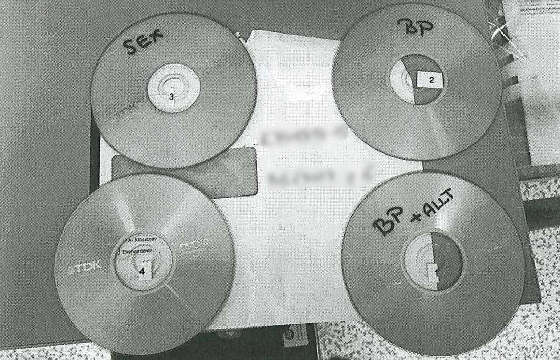Cd- och dvd-skivor hittades vid husrannasakan hos mannen.
