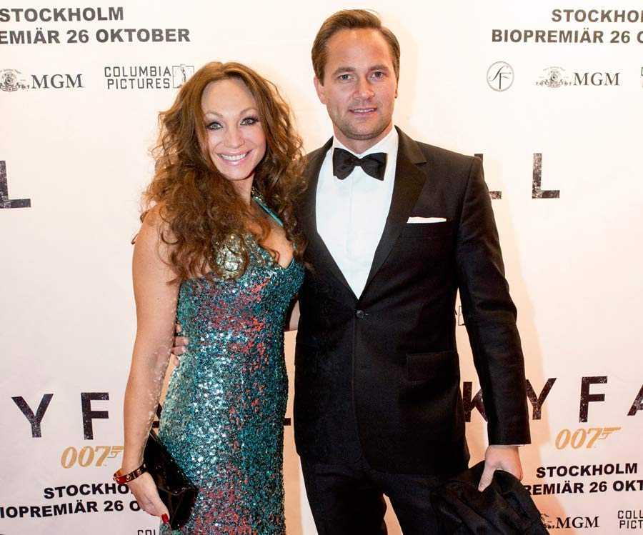 Charlotte och Anders på Bond-premiär.