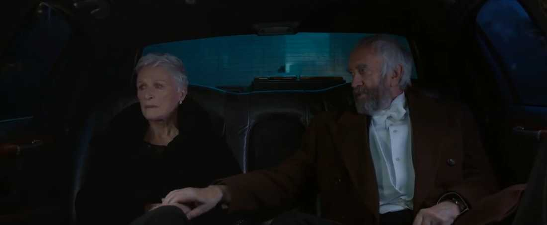 "Glenn Close och Jonathan Pryce i ""The wife""."