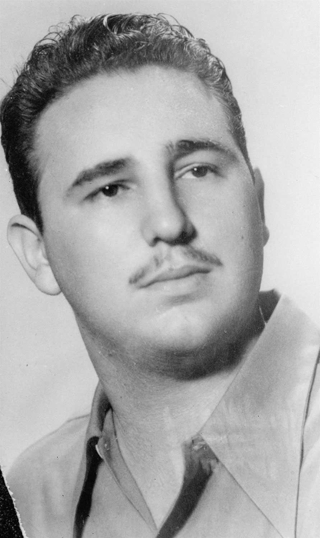 Fidel Castro var son till en förmögen sockerrörsbonde. Han studerade juridik vid Havannas universitet. Det var under studietiden han började engagera sig politiskt.