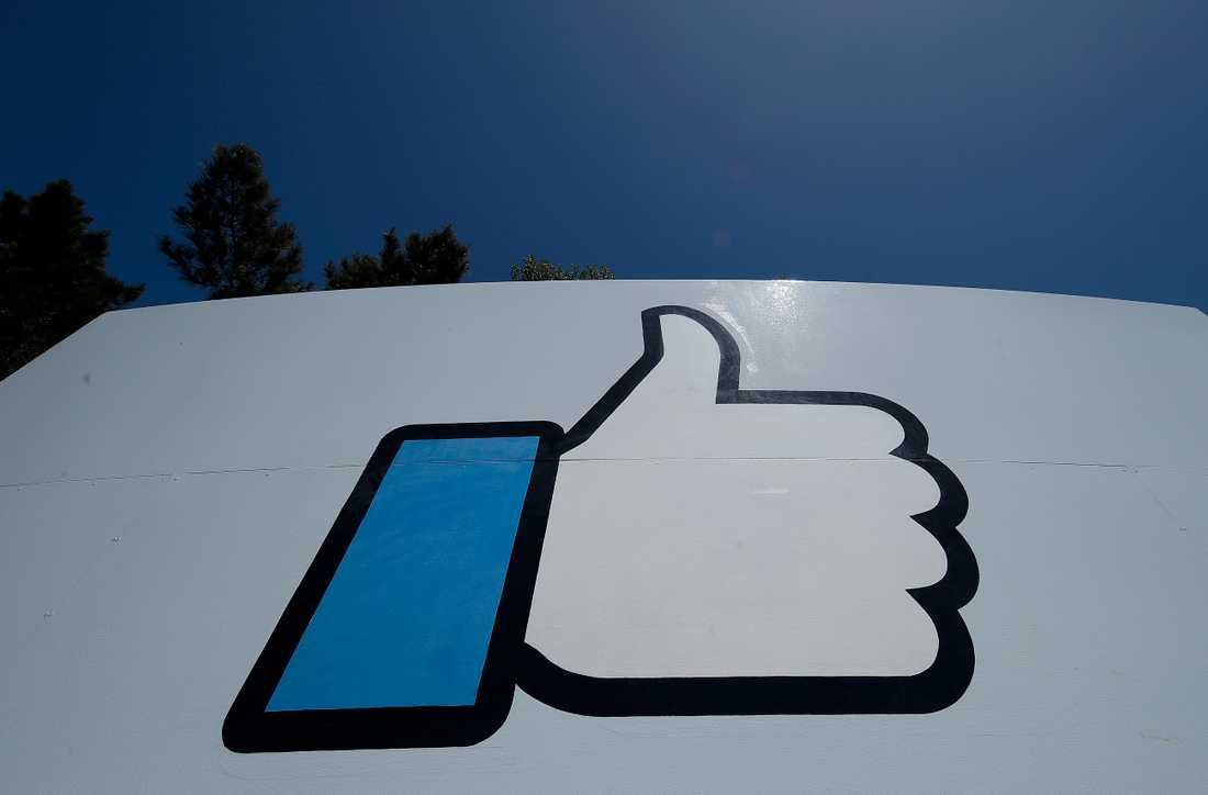 Många användare gör tummen ner för Facebooks annonser. Arkivbild.