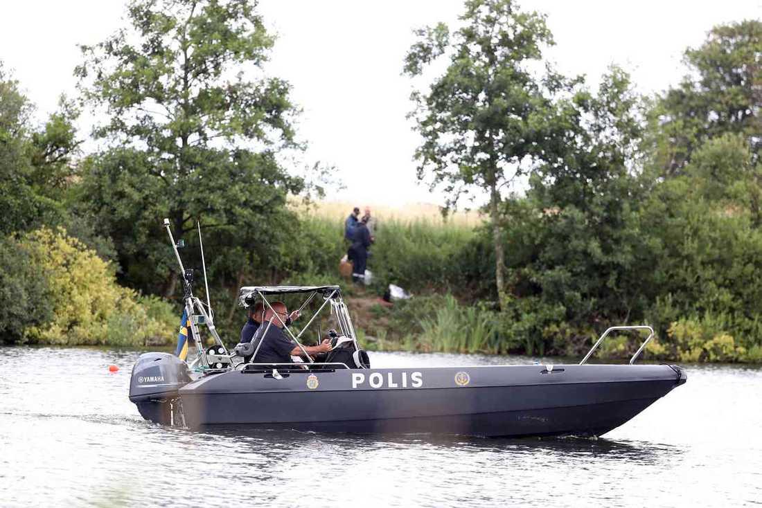 I juli förra året sökte polisen efter sjubarnspappan i sjöar kring Svedala.