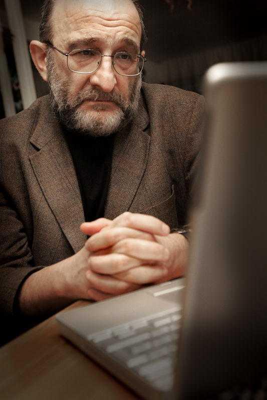 Jerzy Sarnecki, professor i kriminologi, är bekymrad över att så många kvinnor är rädda för att gå hem på natten.