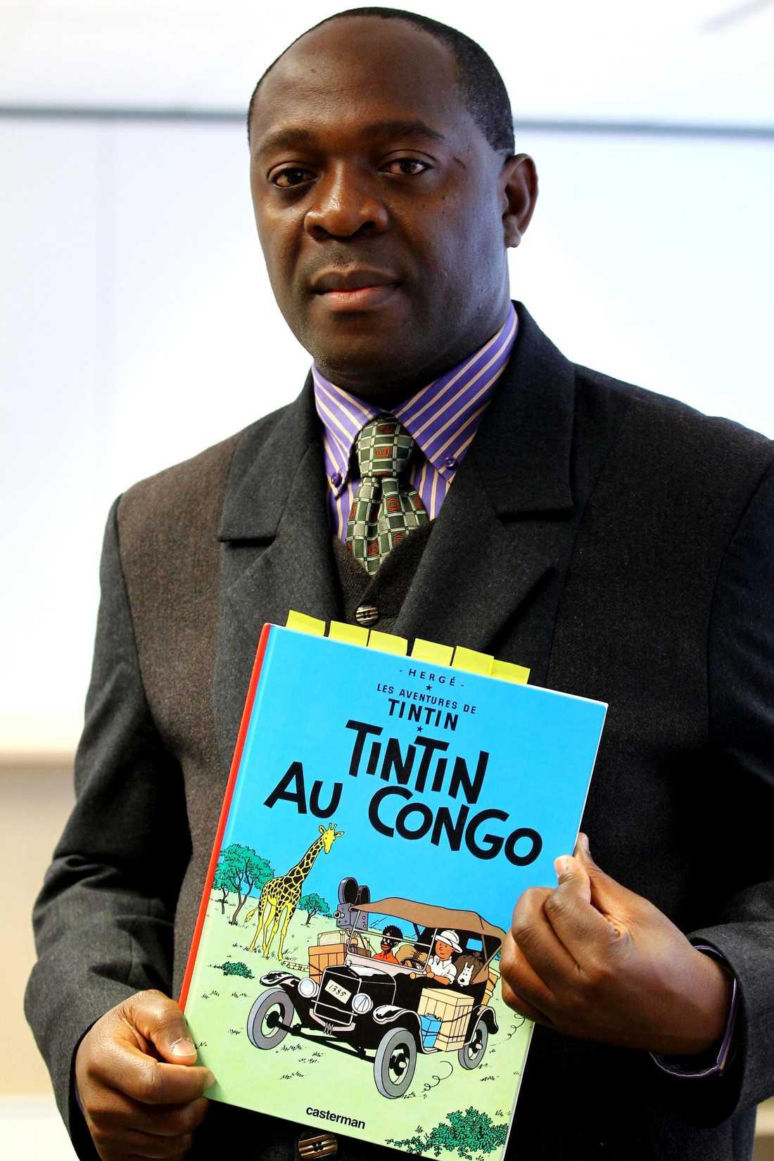 """Kongolesen Mbutu Mondondo Bienvenu har lämnat in en stämning mot det belgiska förlag som ger ut boken """"Tintin i Kongo""""."""