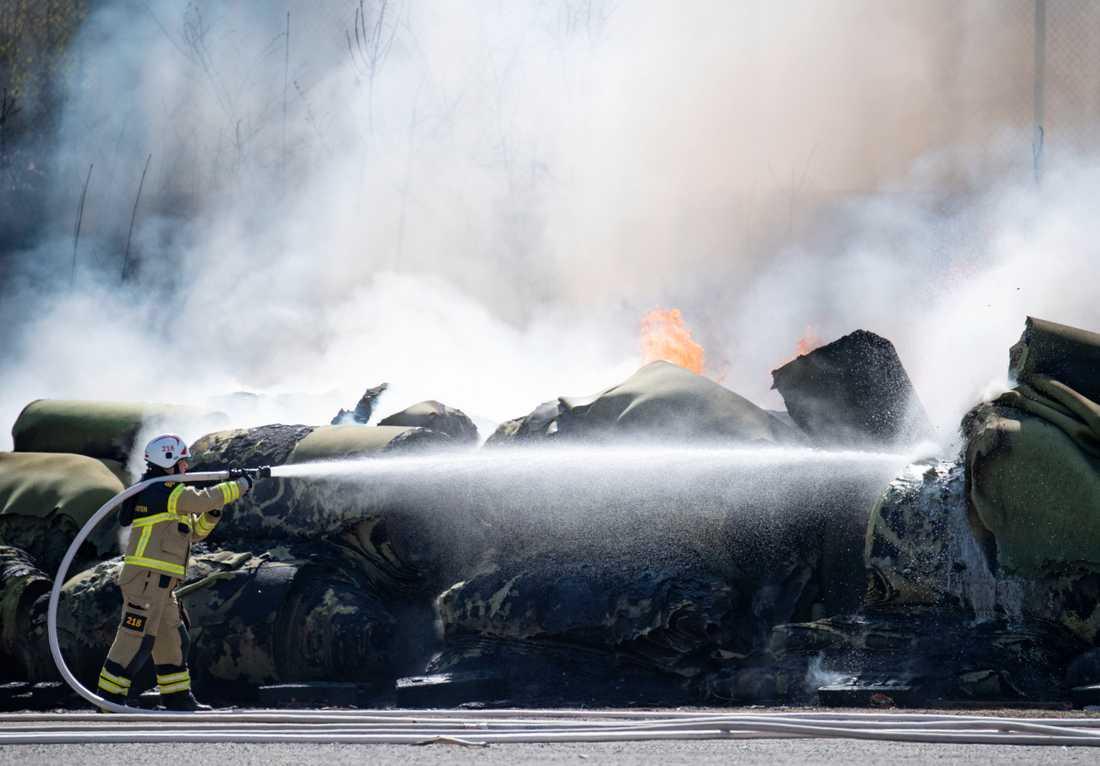 Kraftig brand på konstgräsplan i Limhamn.