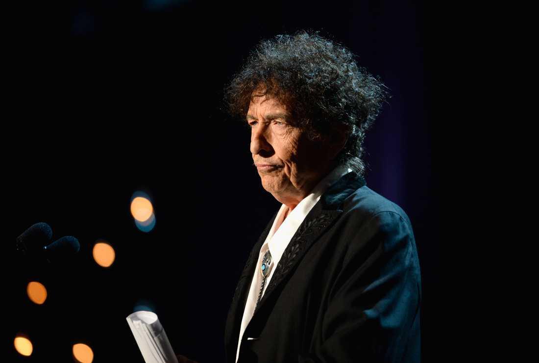 Bob Dylan är oväntat rolig på nya skivan.