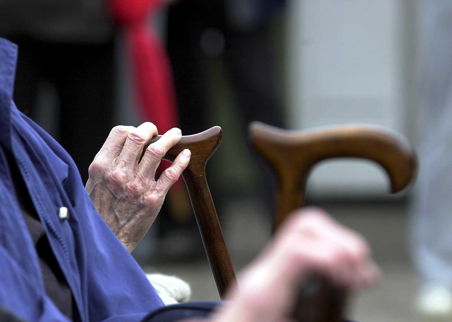 Kvinnor världen över lever i genomsnitt nu till 74,2 års ålder – 4,4 år längre än männen, rapporterar Världshälsoorganisationen WHO. Arkivbild.