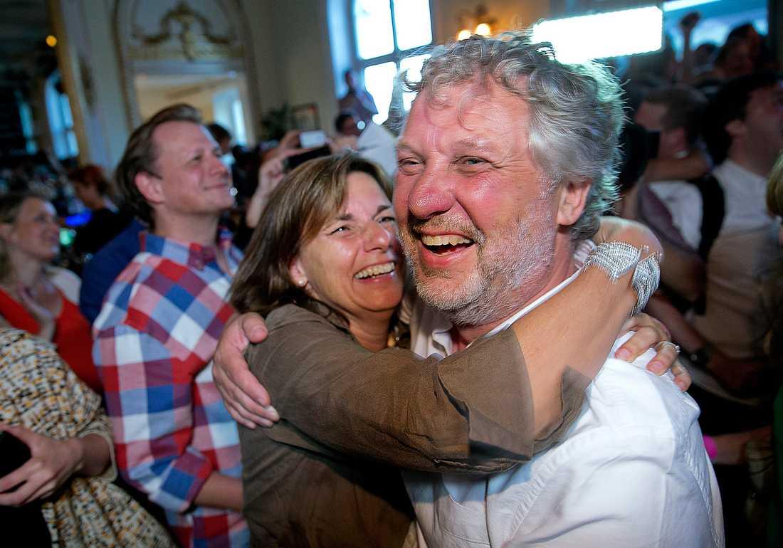 Isabella Lövin och Peter Eriksson glädjekramades efter rekordsifforna under MP:s valvaka  i söndags. I helgen håller partiet en kongress i Göteborg där flera viktiga beslut ska fattas.