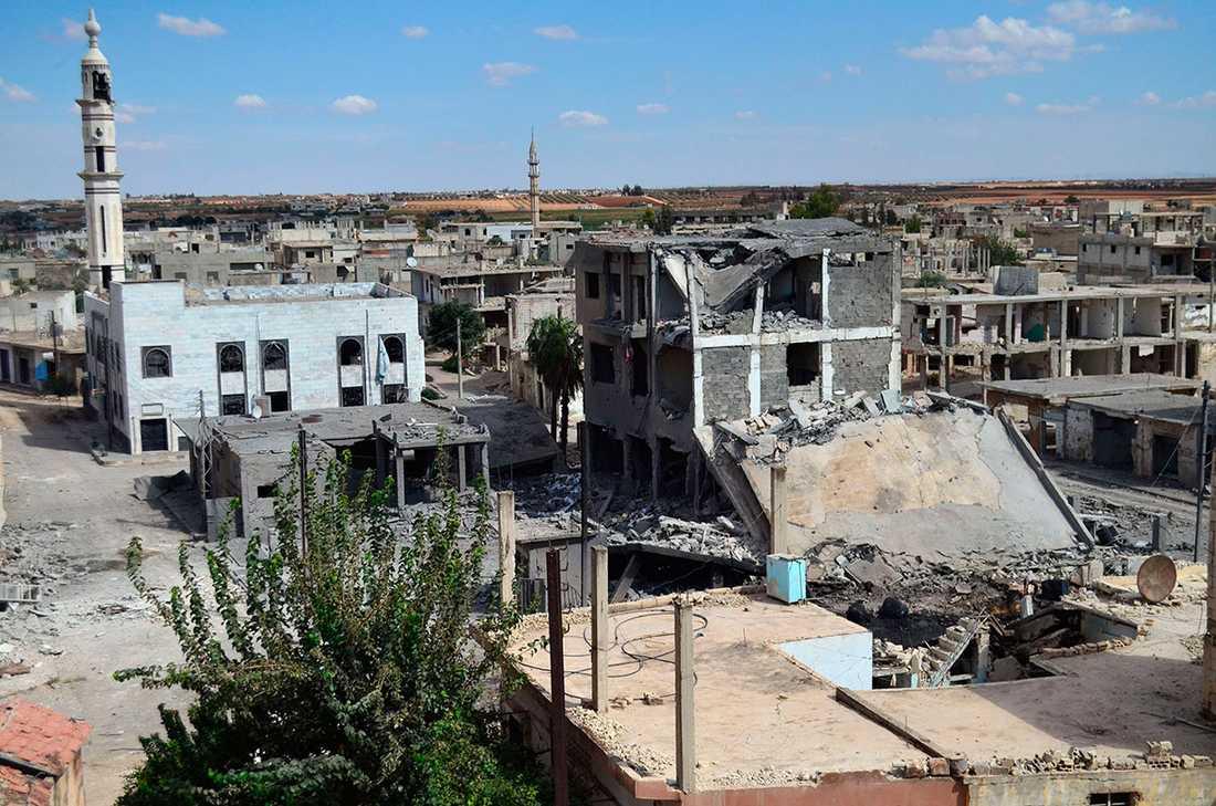 På bilden som är tagen den 30 september syns övergivna gator och förstörda byggnader i den syriska staden Talbisseh.