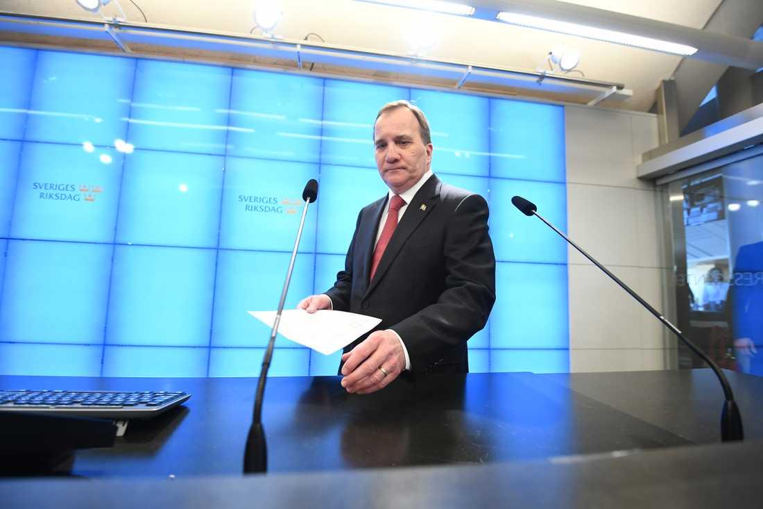 Stefan Löfven möter pressen i riksdagshuset efter att ha röstats fram till Statsminister.