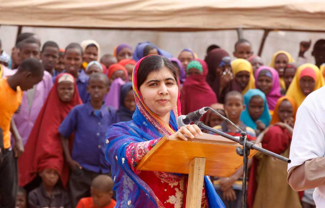 Malala talar om mänskliga rättigheter i ett flyktingläger i Kenya.