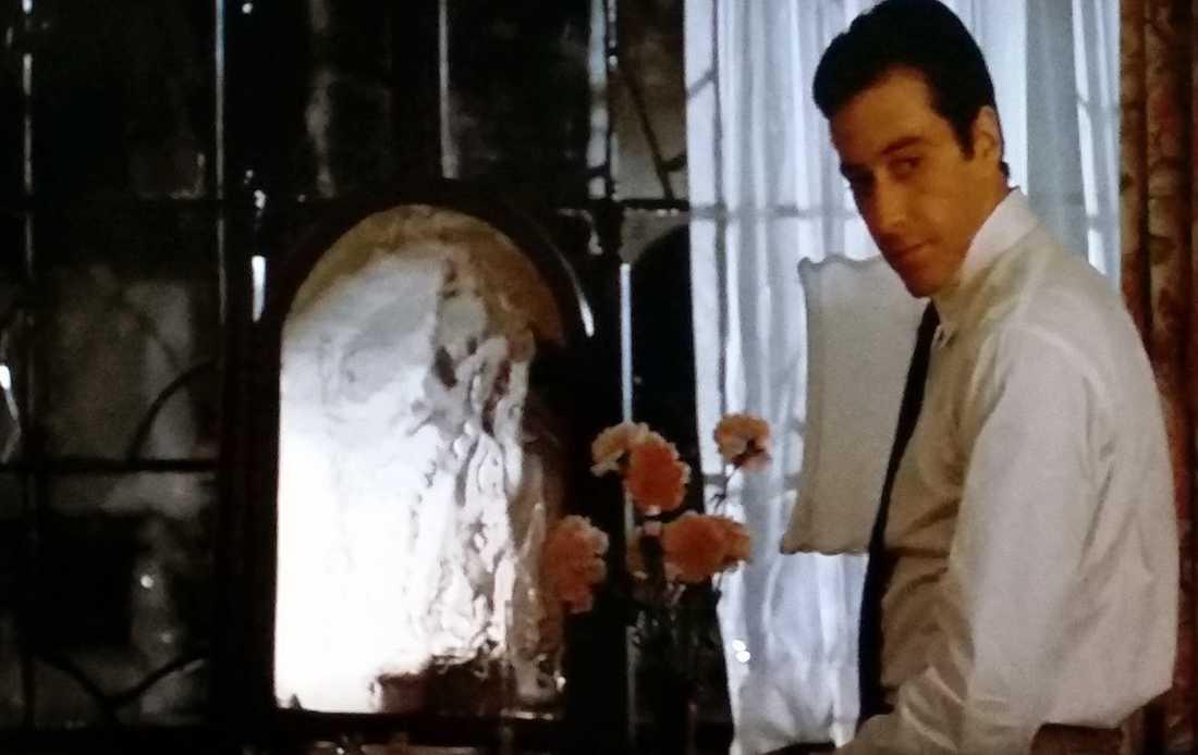 Michael Corleone (Al Pacino) i sovrummet.