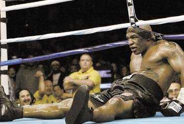 """fula knep Han slog under bältet, skallade upp ett jack över McBrides högra öga och försökte bryta armbågen på sin motståndare när ingenting annat fungerade. """"Jag var desperat"""", sa Tyson själv efter sin största och sista förlust. Han lär aldrig göra comeback igen."""