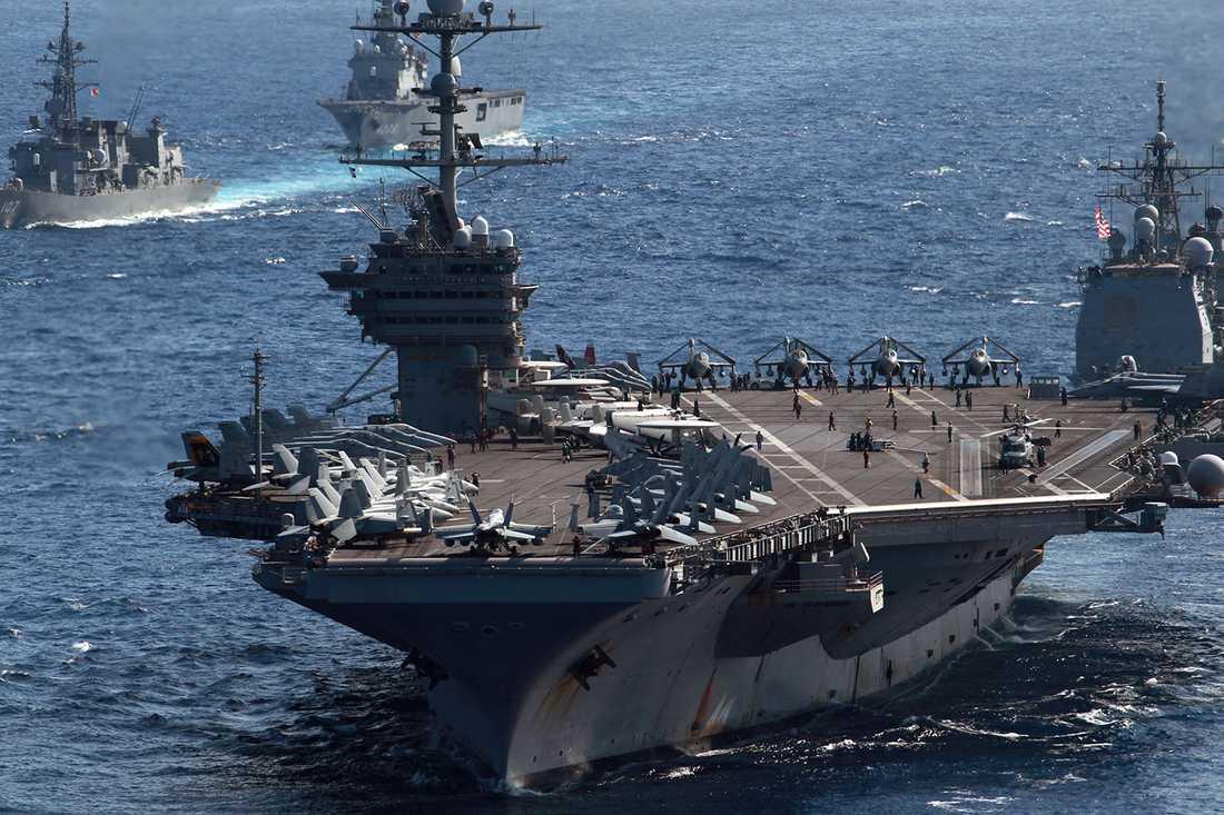 Hangarfartyget USS George Washington är på väg till katastrofområdet för att hjälpa till.