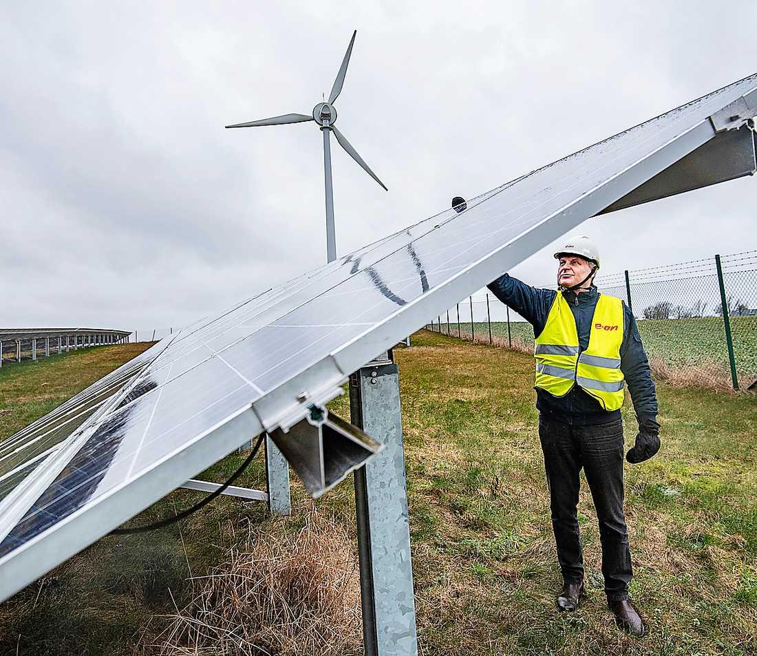 Eons experimentanläggning i Skåne. Sjunkande priser för el från vindkraft och solceller revolutionerar energisektorn och tänder hoppet att kunna fasa ut fossila bränslen.