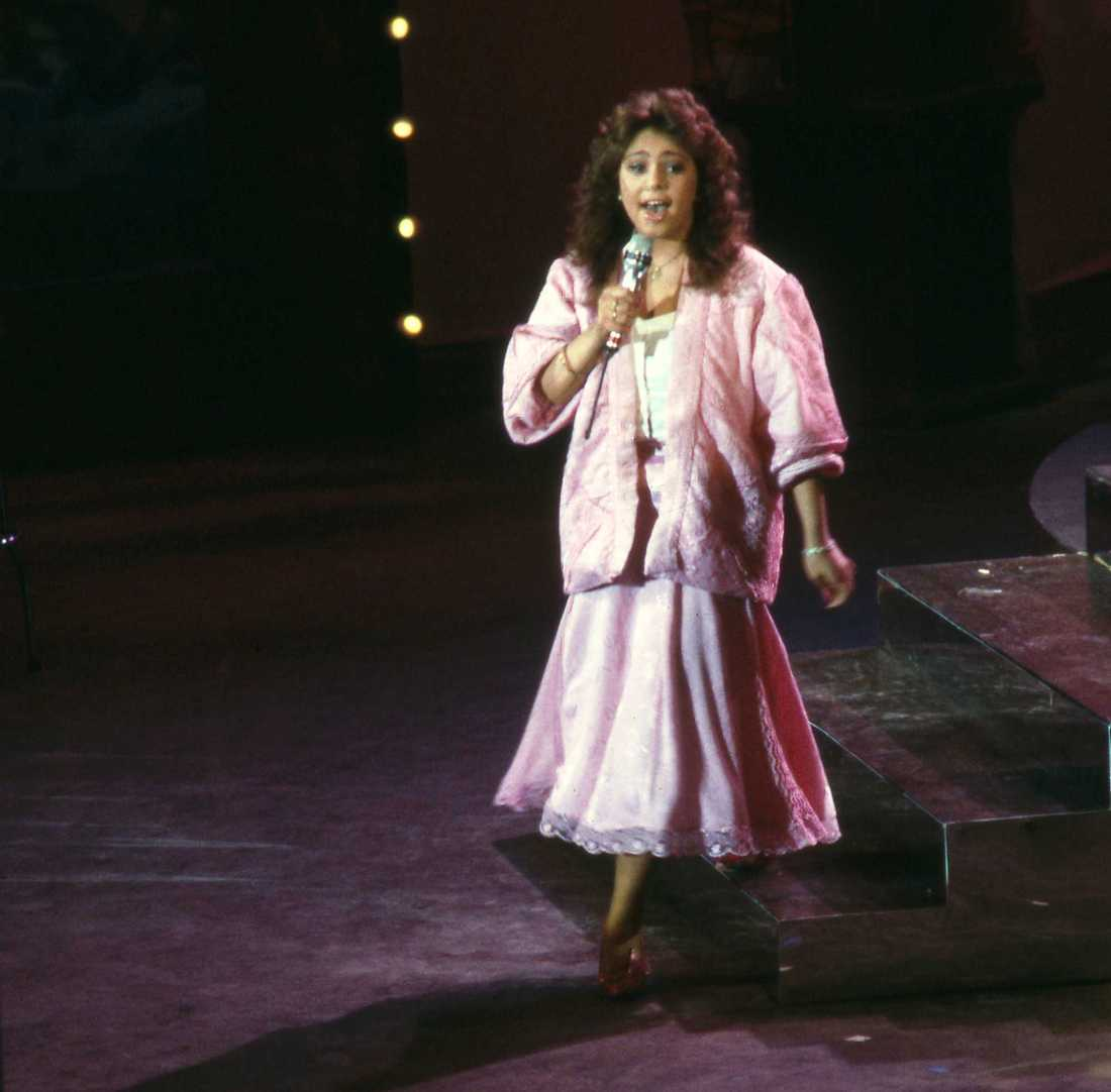 "Anna Book sjunger ""ABC"" i Melodifestivalen 1986."